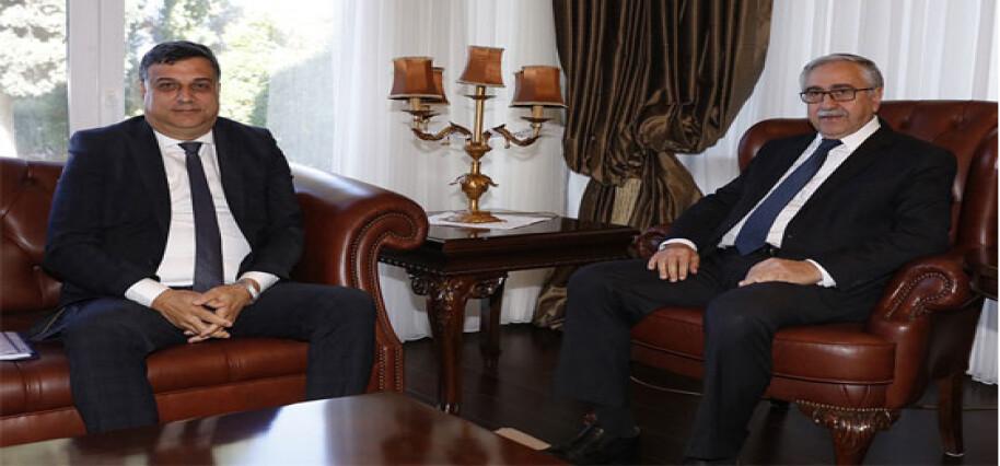 Akıncı, Beyarmudu Belediye Başkanı Edip ile görüştü