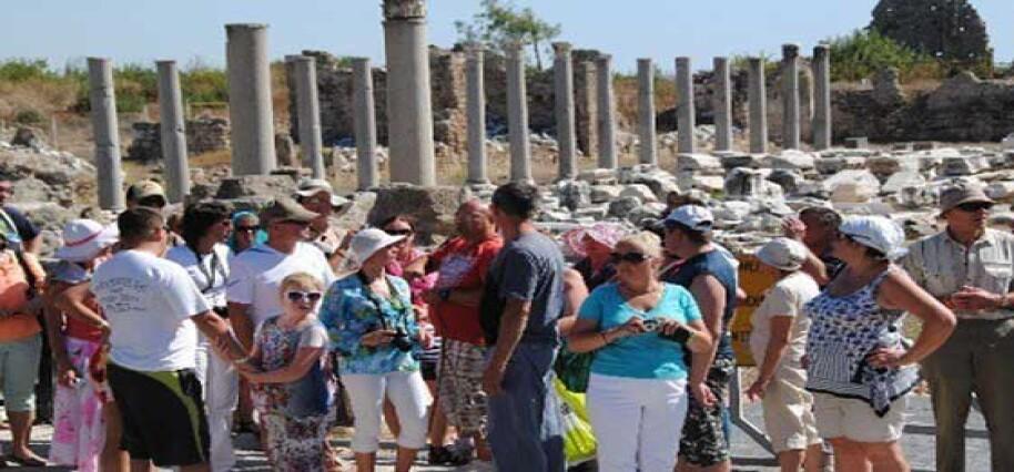 """Türkiye'de turizmciler """"2023'te 75 milyon turist"""" hedefine odaklandı"""