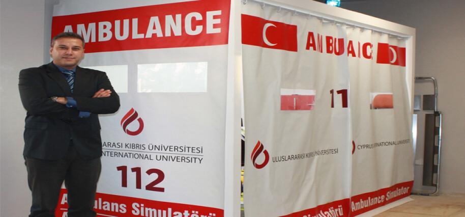 UKÜ Paramedik öğrencileri ambulans simülatörü ile hayat kurtarmayı öğreniyor