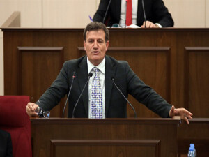 """""""Sayın Tatar iradesini koyarak boş bakan değil Başbakan olmalı"""""""