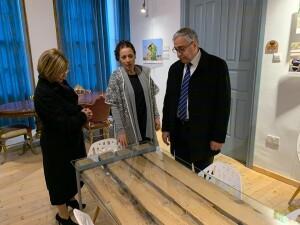 Akıncı ve eşinden Cumba Butik Otel, Taş Ev ve Arabahmet Muhtarı Ali Sarı'ya ziyaret
