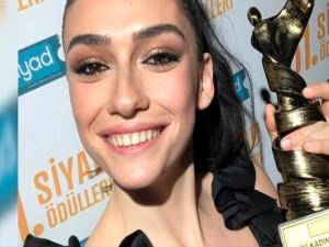 Hazar Ergüçlü'ye 'En İyi Kadın Oyuncu' ödülüne layık görüldü