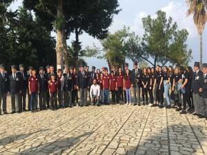 Karadeniz Kültür Derneği, Yavuz Çıkarma Plajı Karaoğlanoğlu Şehitliği'ni ziyaret ederek karanfil bıraktı