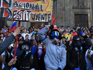 Kolombiya'da 'diyalog masası' kuruldu; protestolar durulmadı