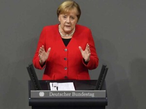 """Merkel: """"Şirketler nitelikli iş gücü sorunu yaşıyor"""""""