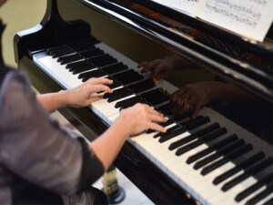 Piyanist Rauf Kasimov'un öğrencileri Çatalköy'de resital verecek