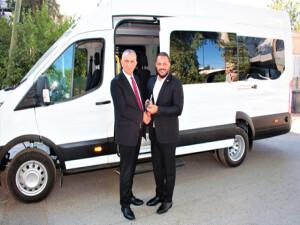 Ziyamet Özel Okul ve İş Eğitim Merkezi'ne özel engelli otobüsü