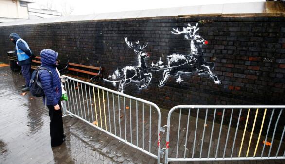 Banksy'nin son eseri saatler içinde tahrif edildi