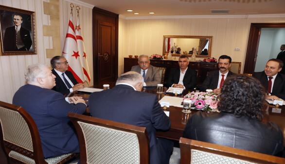 Cumhurbaşkanı Akıncı, mecliste temsil edilmeyen parti başkanlarıyla bir araya geldi