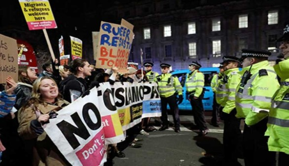 Londra'da Johnson protestosu