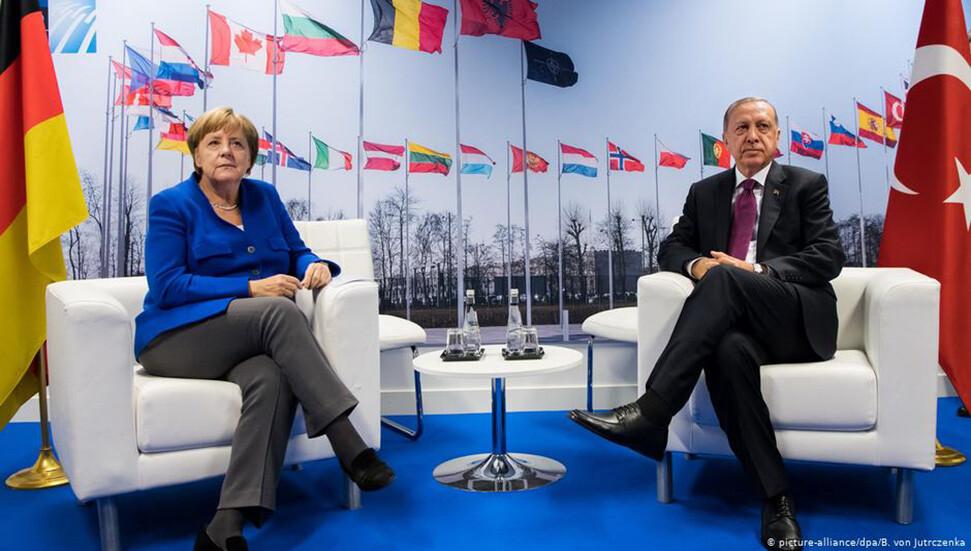Merkel AB-Türkiye düğümünü çözebilir mi?