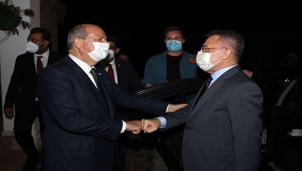 Fuat Oktay'dan Ersin Tatar'a taziye ziyareti