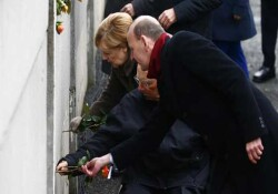 Almanya'da Berlin Duvarı'nın yıkılışının 30. yıl dönümü için düzenlenen etkinlikler başladı