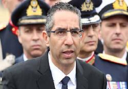 Rum Savunma Bakanı Fransa'ya gidiyor