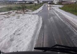 Bafra doluya teslim: 2 trafik kazası oldu, araziler zarar gördü, yollar kapandı