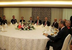 Başbakan Tatar 20 Temmuz Barış ve Özgürlük Bayramı dolayısı ile KKTC'de bulunan misafirler onuruna yemek verdi