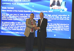 Başbakan Tatar'a 'Stratejik Vizyon Sahibi Devlet Adamı' ödülü