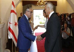 Cumhurbaşkanı Akıncı bayram tebriklerini kabul etti