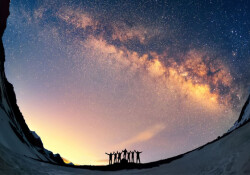 Evren, hesaplanandan 2 milyar yıl daha genç olabilir