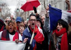 """Fransa'da Sarı Yelekler'e karşı yeni bir duruş: """"Kırmızı Fularlar"""""""