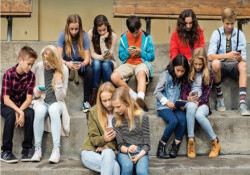 """""""Gençlerin yüzde 80'inden fazlası yeterince hareket etmiyor"""""""