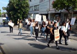 Girneli öğrenciler iklim değişikliğine dikkat çekmek için yürüdü