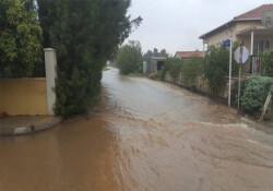 Güzelyurt'ta Hasane Ilgaz sokak su taşkını nedeniyle trafiğe kapatıldı
