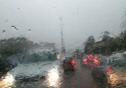 Karşıyaka, Lapta ve Alsancak'ta yoğun yağış: Görüş mesafesi yer yer bir metreye kadar düştü!