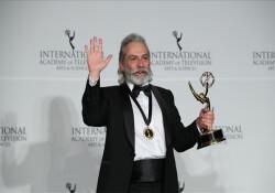 Haluk Bilginer, Emmy Ödülleri'nde 'en iyi erkek oyuncu' seçildi