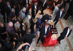Hristofyas'ın naaşı tören öncesi katafalka kondu