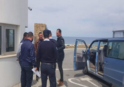 Karpaz Gate Marina mühürlendi; çalışanlar belediye önünde toplandı