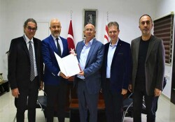 Kıbrıs'ta HIV salgını analiz raporu Bakan Cemal Özyiğit'e sunuldu