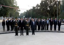 KKTC'nin kuruluş yıldönümü dolayısıyla Lefkoşa Şehitler Anıtı'nda tören düzenlendi