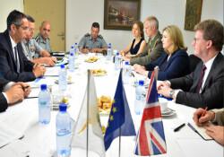 Rum Savunma Bakanı Angelidis, İngiliz mevkidaşı ile bir araya geldi