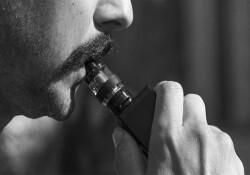 """Uzmanlardan 'e-sigara' uyarısı: """"Akciğere 'tatlı tatlı' hasar veriyor"""""""
