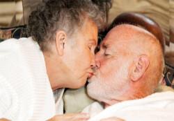 Yaşlılıkta seks kadına iyi geliyor fakat erkeğe yaramıyor!
