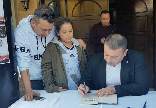 Alen Markaryan, KKTC'de imza ve söyleşi düzenledi