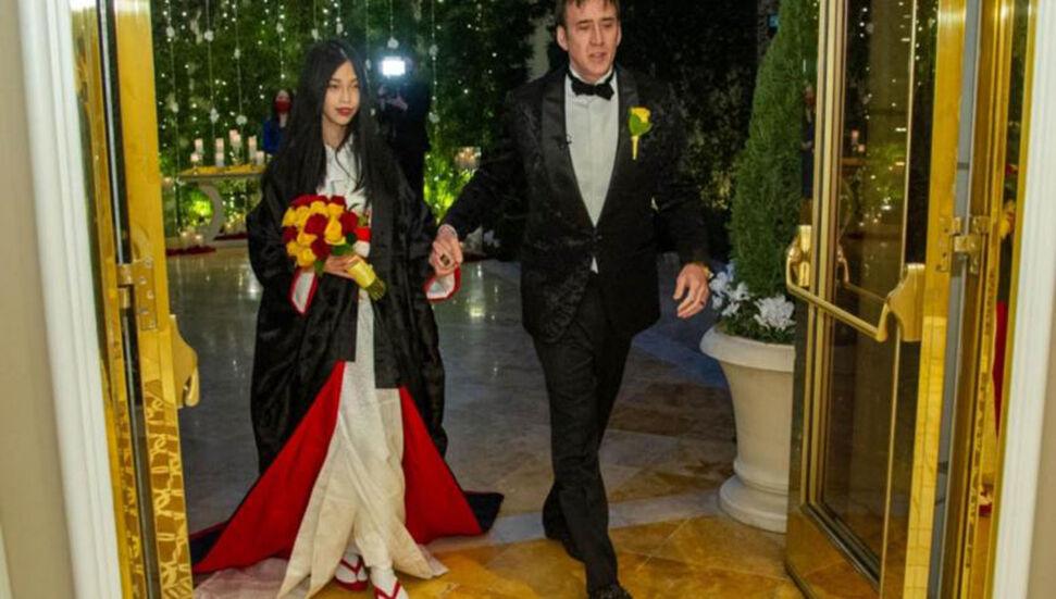 5η παγκόσμια πατρίδα παντρεύοντας τον Nicolas Cage, τον 26χρονο Ρίκο Σιμπάτα