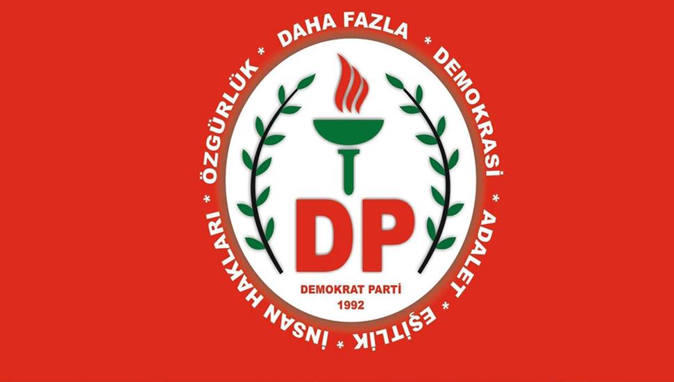 3 παραιτήσεις στο Δημοκρατικό Κόμμα