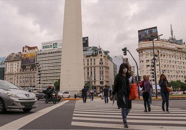 Η ξαφνική αύξηση των περιπτώσεων στη Λατινική Αμερική, μαζί με αυστηρά μέτρα,