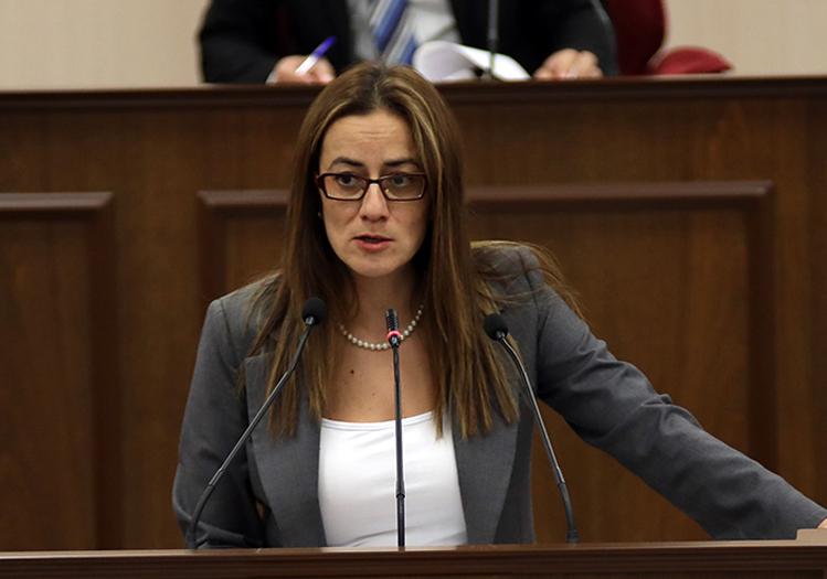 """""""Περιμένουμε 2 ώρες ως αντιπολίτευση, την κυβερνητική συνέλευση"""
