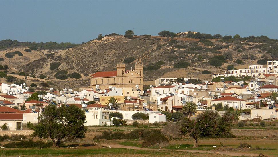 Οι Κύπριοι Μαρωνίτες διαχωρίζονται με «φράχτες» για περισσότερο από 5 μήνες